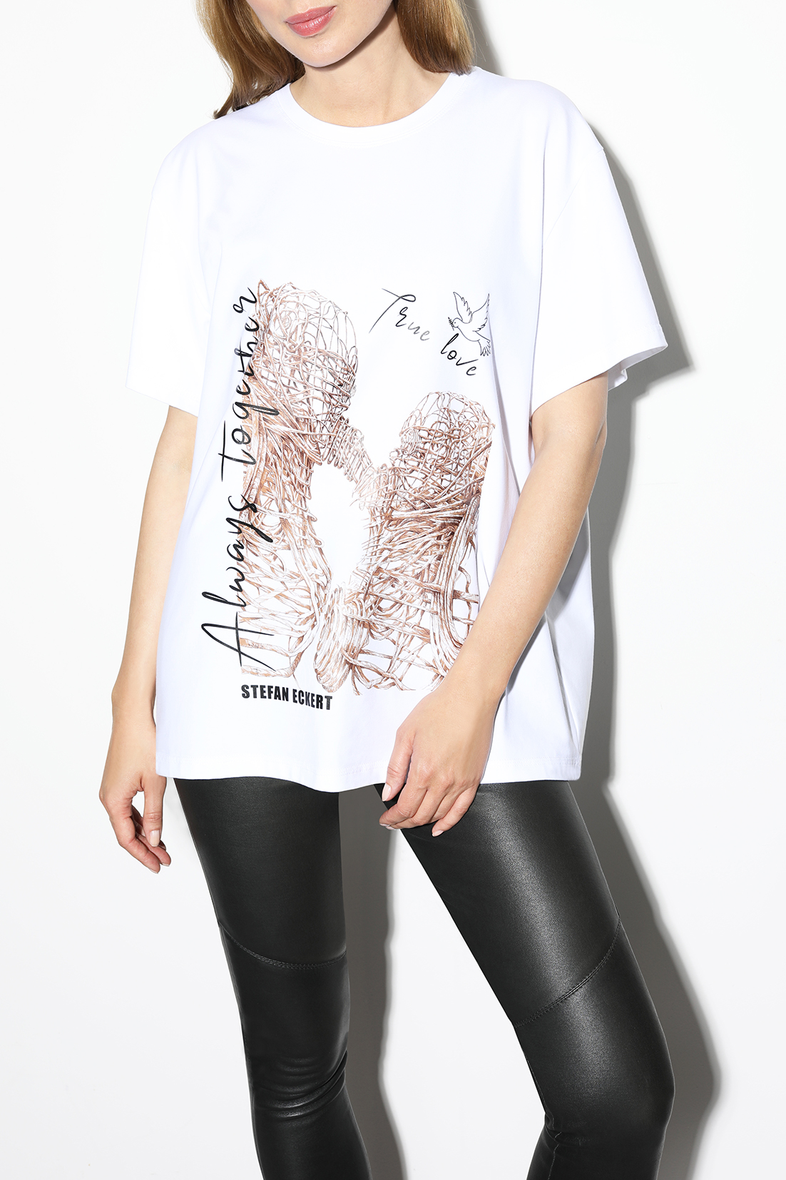 T-shirt--The-Kiss-,-sustainably-made-from-organic-cotton,-by-designer-Stefan-Eckert-1