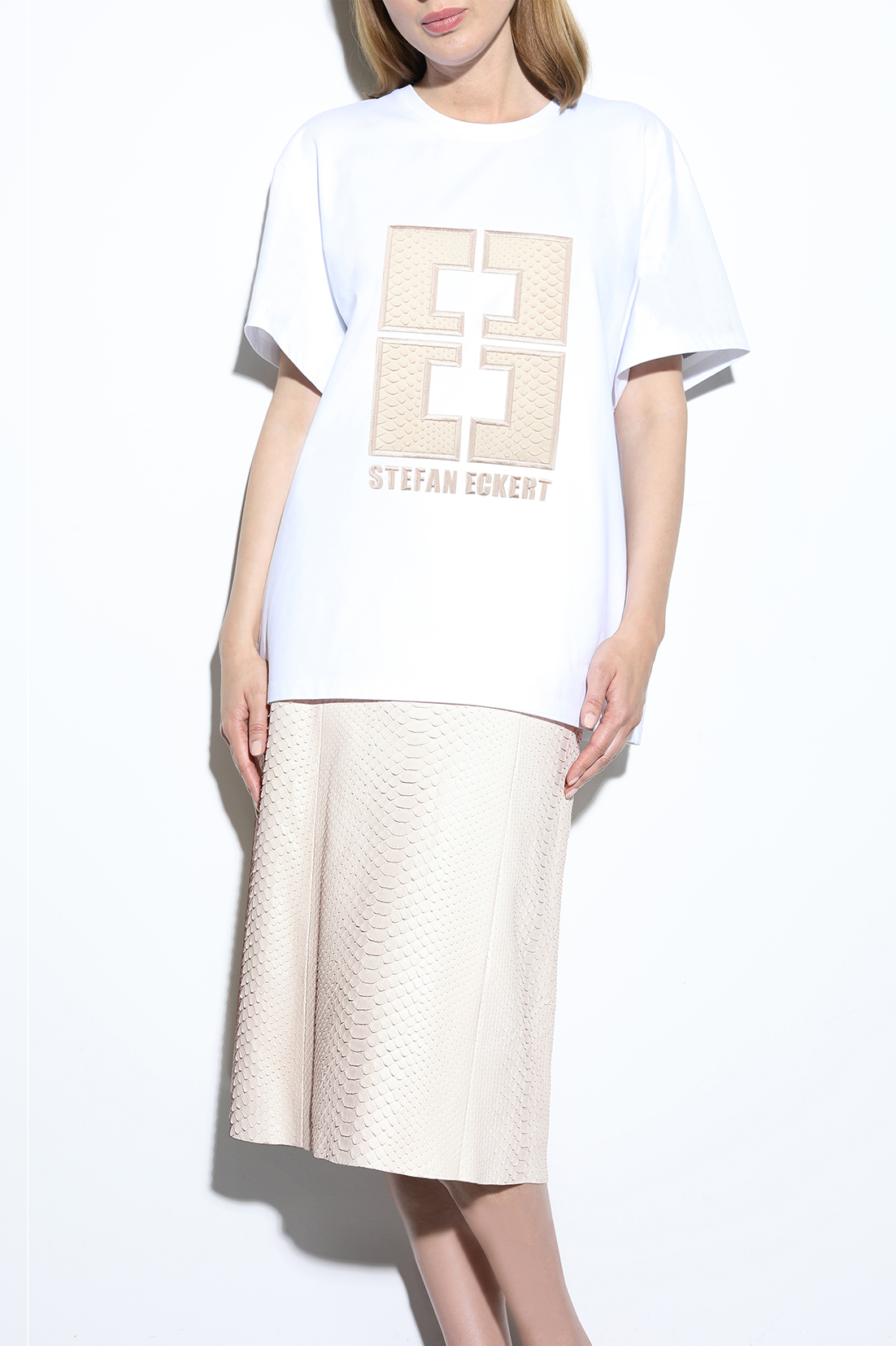 T-shirt-with-logo-embroidery-in-rose-python-leather,-sustainably-made-from-organic-cotton,-by-designer-Stefan-Eckert-Onlineshop